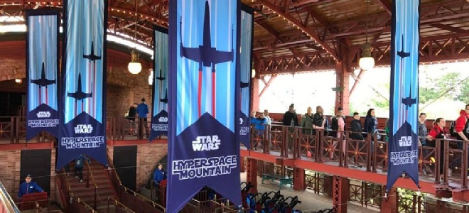 Hyperspace mountain in softopening met nieuwe treinen - Decoratie themakamer paris ...